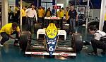 packende Duelle beim Reifenwechsel an einem Original Formel 1-Wagen (PItstop-Station)