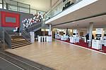 Eingangsfoyer mit Ausstellung, Foto: kapix/Alex Kraus