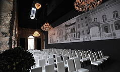 Dresden: Kurländer Palais - Reihenbestuhlung im Festsaal