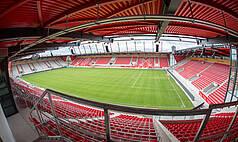 Regensburg: Jahnstadion Regensburg - Continental Arena innen