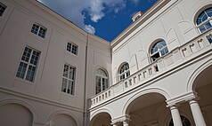 Dresden: Kurländer Palais - Blick vom Innenhof auf den Altan