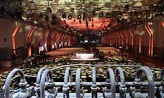 Essen Grand Hall UNESCO Welterbe Zollverein Showbühne mit Reihenbestuhlung