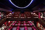 Übersicht in den Saal von der Bühnenseite