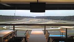 Hockenheim: Hockenheimring Baden-Württemberg - VIP-Lounge Mercedestribüne mit Blick zur Spitzkehre