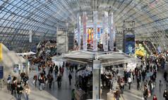 Leipzig Leipziger Messe Die Glashalle als zentrale Eingangshalle