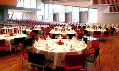 Esslingen am Neckar bei Stuttgart Esslingen live - Kultur und Kongress Modernes Ambiente im großen Saal mit Erweiterung mit Mischbestuhlung - Bankett und Reihe.
