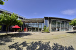 Stadthalle Germering - Therese-Giehse-Platz und Haupteingang