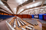 Der Große Saal des CongressCentrums Pforzheim (CCP) bietet Platz für bis zu 2.000 Personen. Die enorm variable Bühne, viele Hängepunkte und eine Höhe von bis zu 12 Metern macht den Raum mit seinen Abtrennungsmöglichkeiten so flexibel.